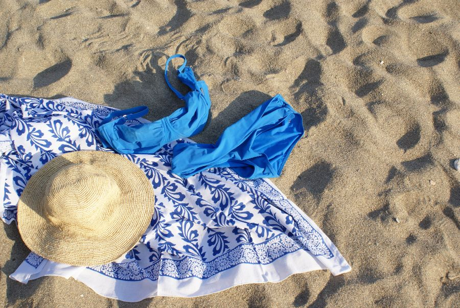 Tuch Sky mit Bikini und Boot